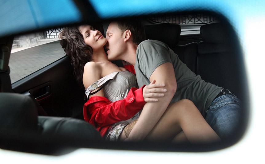 жена отсосала в машине