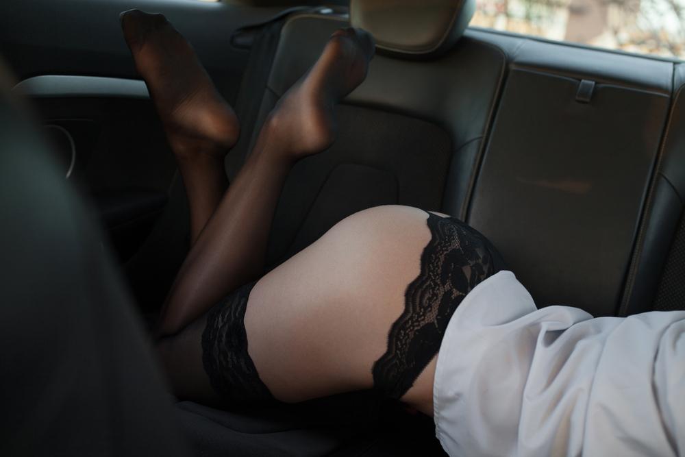 Жену трахнули в машине